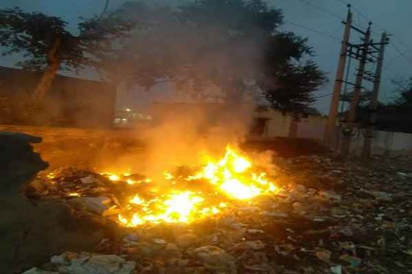 fatehpur-billoch-kura-burn-by-cleaner-faridabad-news