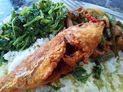 Makan Tengahari Sayur Lemak Bayam Dan Ikan Kerisi Goreng