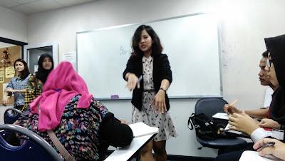 miss jun saat mengajar