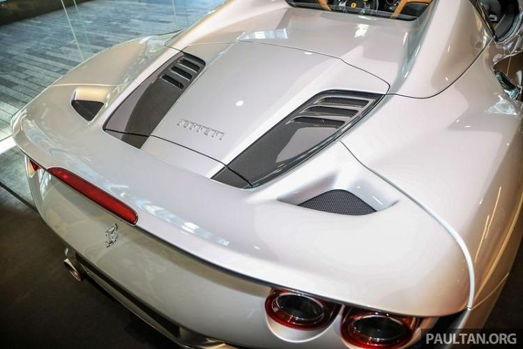 Siêu phẩm Ferrari F8 Spider từ 6,5 tỷ đồng tại Đông Nam Á