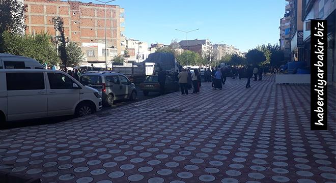 Diyarbakır Bağlar'da kamyonun altında kalan kadın can verdi
