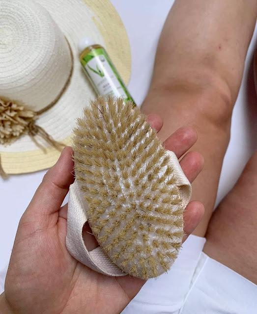 Szczotkowanie ciała na sucho. Topestetic.Olejek Orientana drzewo sandałowe i kurkuma