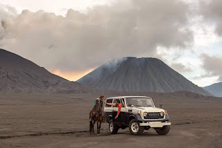 bromo jeep sunrise