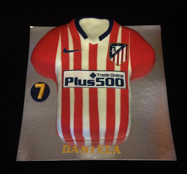 tarta, fondant; atletico; madrid; camiseta, futbol, cumpleaños, celebración, equipo, rojiblanco