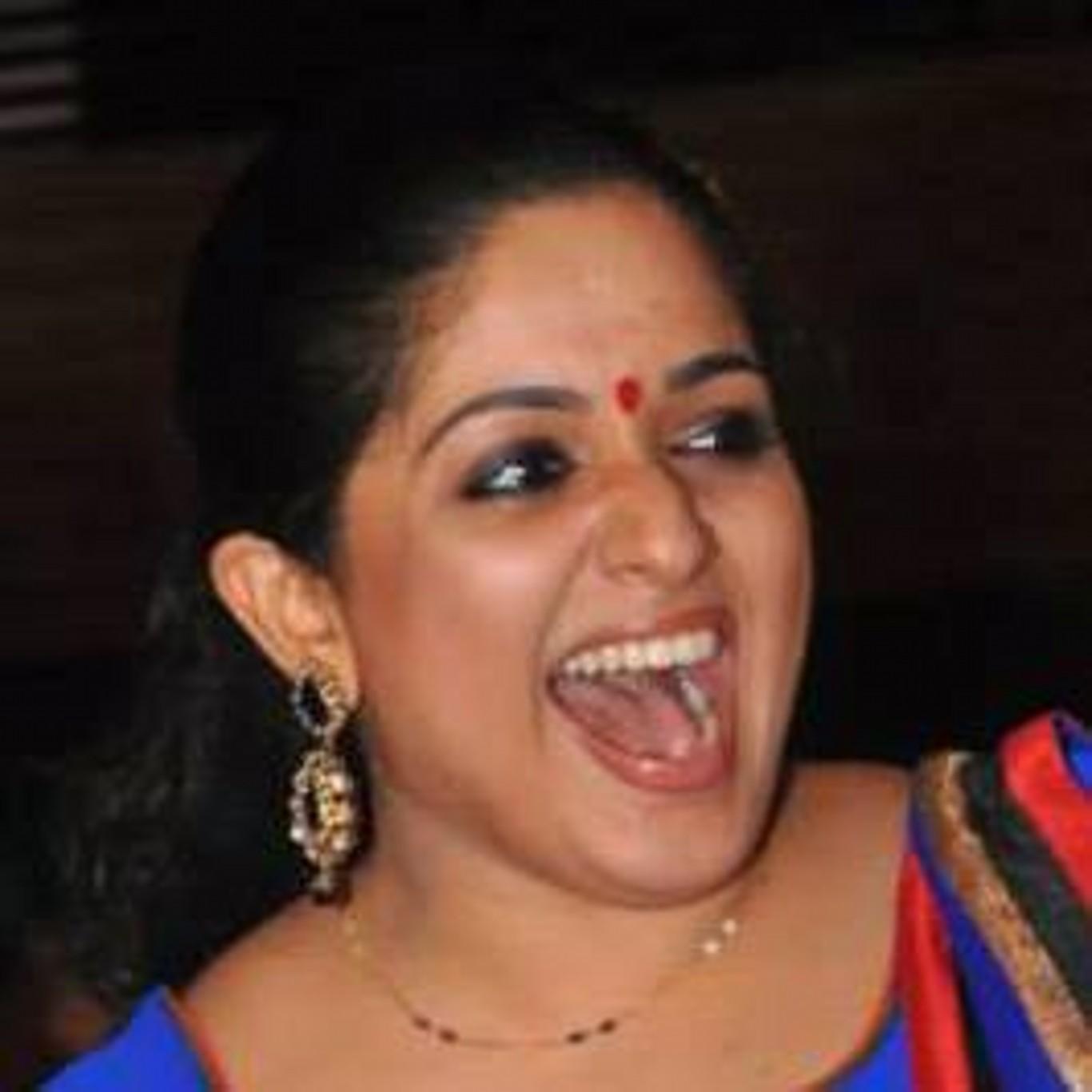 Kavya Madhavan Hot Photos In Saree - Unseen Kapoor