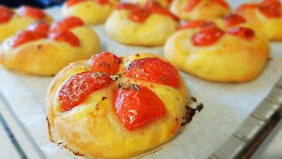 focccine con pomodorini