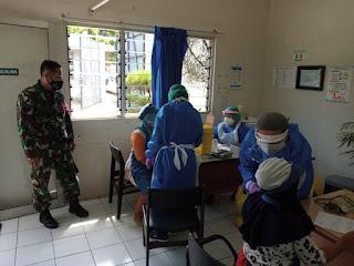 Babinsa Dampingi Vaksinasi Covid-19  PT Djarum di Desa Brantaksekarjati