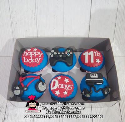 Cupcake Anak Cowok tema Playstation dan Sepeda