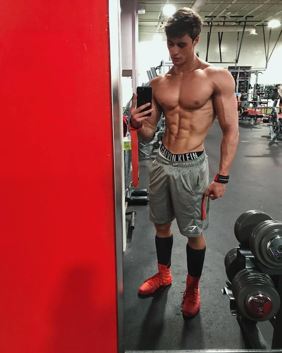 young-college-frat-jock-muscular-bro-sexy-shirtless-gym-selfie
