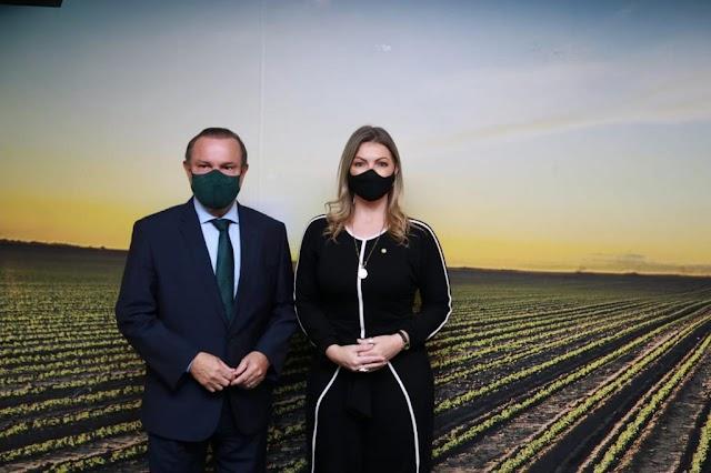Aline Sleutjes comemora sanção do PL que permite fabricar 400 milhões de vacinas em 90 dias no Brasil