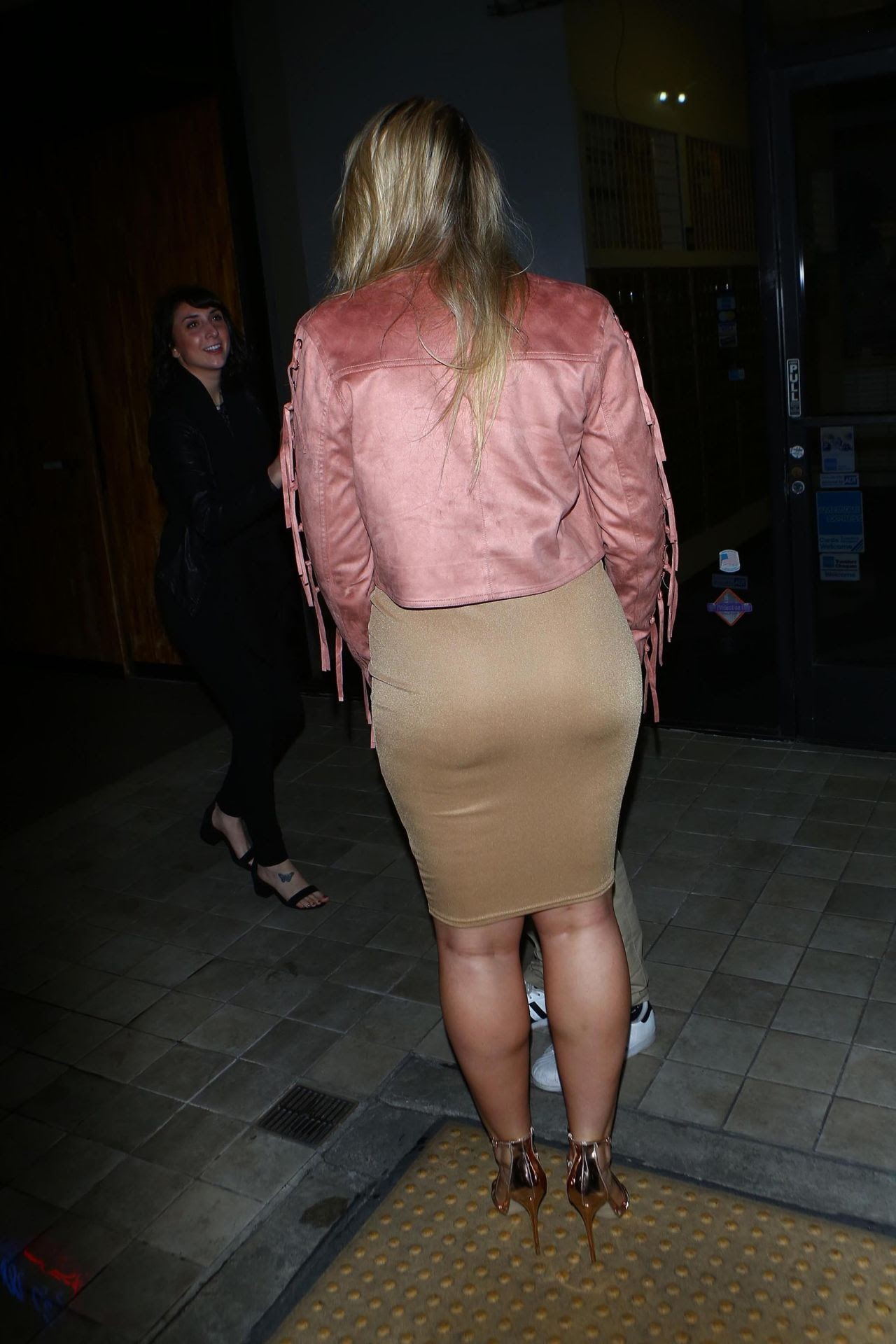 Iskra Lawrence had dinner at Century City