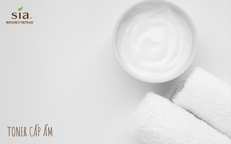 sử dùng toner cấp ẩm là cách chăm sóc da của người nhật