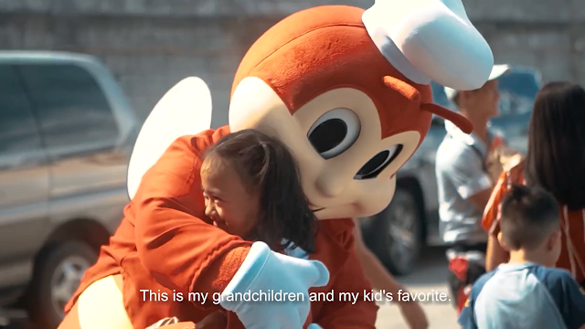 Jollibee surprises holiday commuters with  free Chickenjoy during their ride home!