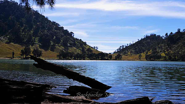 Pinggir danau Ranu Kumbolo Gunung Semeru