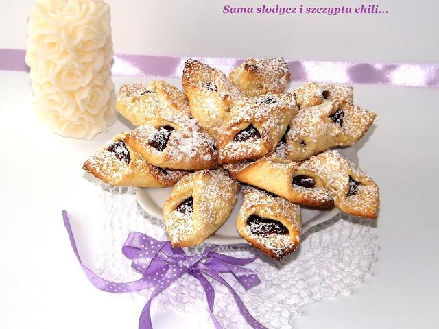 Ziemniaczane ciasteczka z marmoladą wieloowocową.