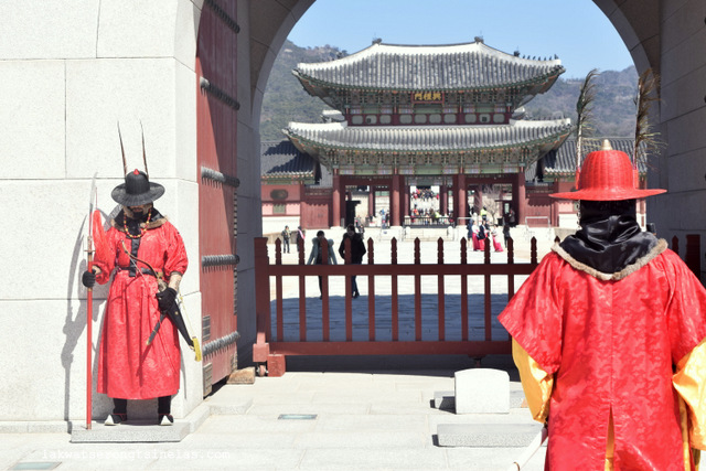 GYEONGBUKGUNG PALACE: THE CHANGING OF ROYAL GUARDS CEREMONY
