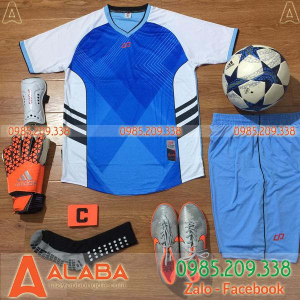 Áo bóng đá không logo màu xanh
