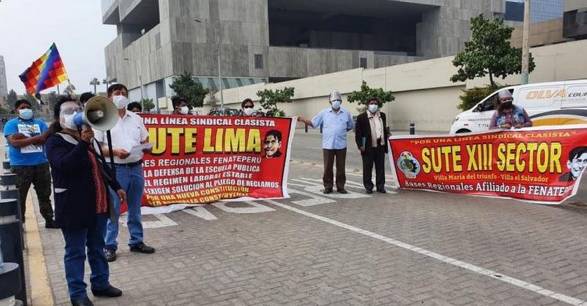 Docentes protestan exigiendo mejorar la conectividad en zonas rurales [VIDEO]