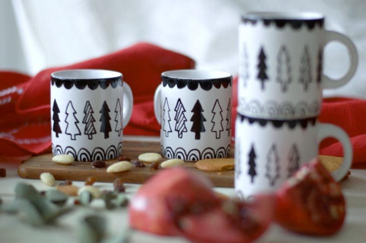 posliinitusseilla koristellut glögimukit