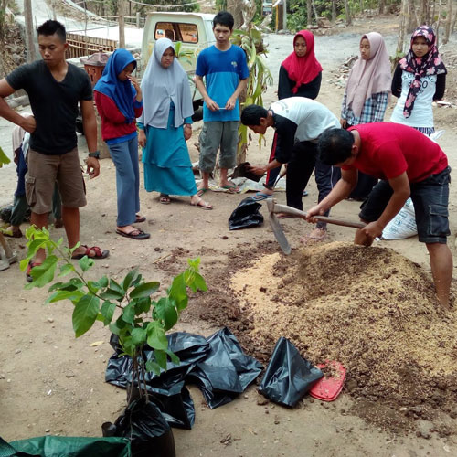 Penanaman Pohon Sirsak dan Srikaya - Proses Pembuatan Pewarna Batik - Dok KBA Tegalrejo Gedangsari