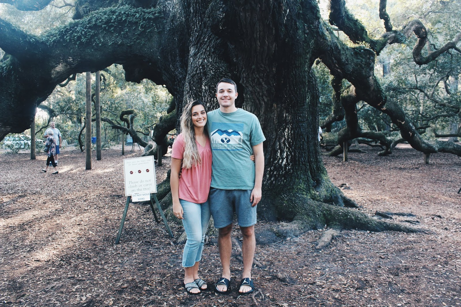 Couple in front of the Angel Oak in Charleston, South Carolina