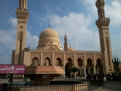 Masjid Sidi Ahmad Badawi dari pandangan hadapan seperti Masjid Nabawi