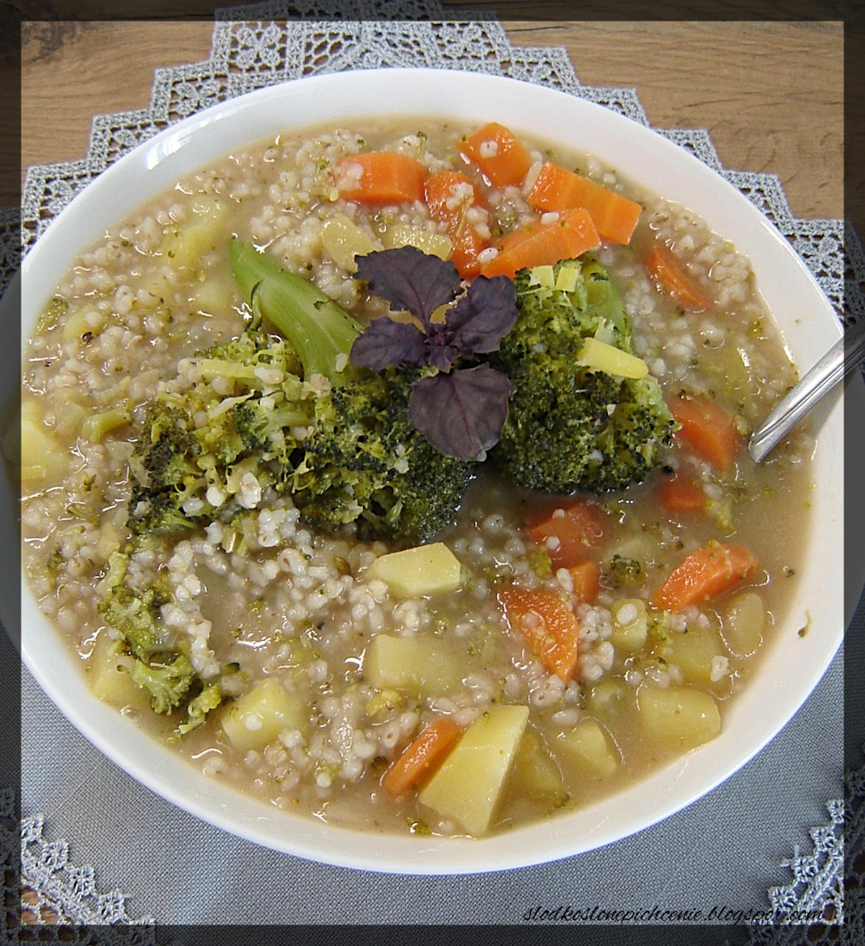 Zupa brokułowa z kaszą jęczmienną