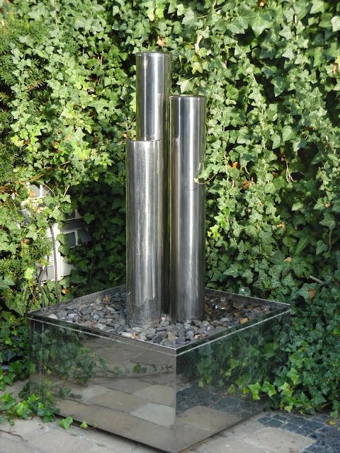 nowoczesna fontanna