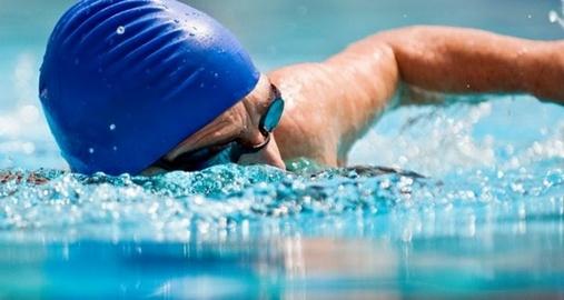 Berenang menjadi olahraga yang murah dan menyenangkan Mengapa Saat Berenang Kaki Sering Mengalami Kram?