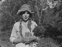 "Кадр из фильма Чарли Чаплина ""Бродяга"" / The Tramp (1915) - 2"