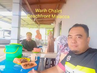 Warih-Chalet-Keluarga-Tn-Mazlan-Sedang-Menikmati-Makanan