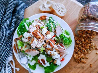 salad with spicy pumpkin seeds