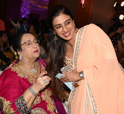 Pravinlata-Kapoor-and-Tabu-at-Nikhita-Sidhant-Kapoors-wedding-reception