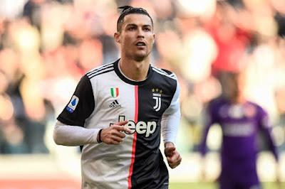 """Sếp PSG """"thả thính"""", Ronaldo có nối gót Becks và Ibra?"""