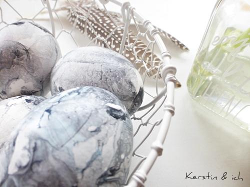 Dekoration mit marmorierten Ostereiern