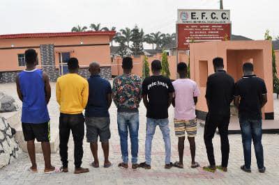 See Photos Of Eight Suspected Yahoo-boys Arrested Alongside Their Cars In Ibadan