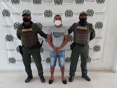 hoyennoticia.com, Taxista le robó el celular a una pasajera
