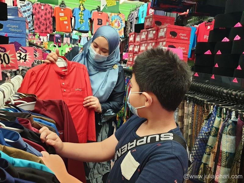 Tengok kawan-kawan ramai di Facebook beli baju raya di Pasaraya Hari-Hari, aku terjah terus!