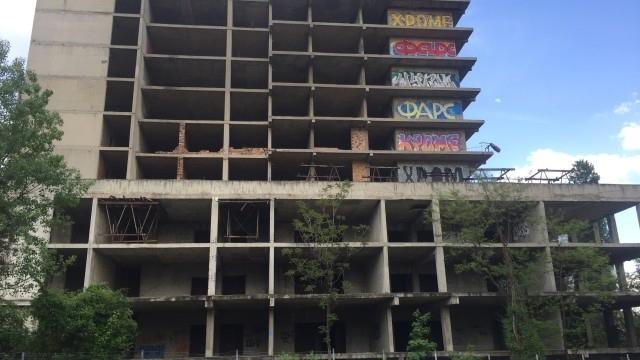 Откриха тялото на мъж в изоставен строеж във Варна