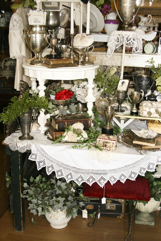 How To Decorate Craft Show For Linens