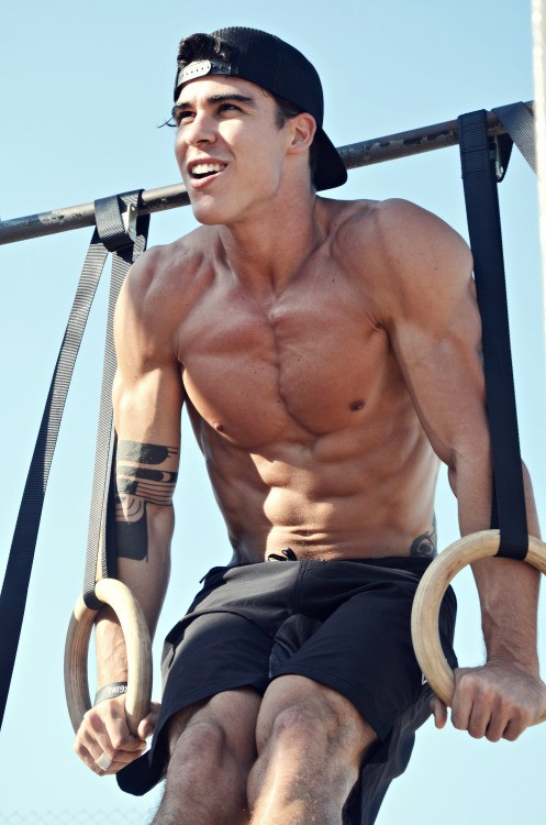 young-fit-shirtless-muscle-boy-naughty-smiling-outdoor-workout