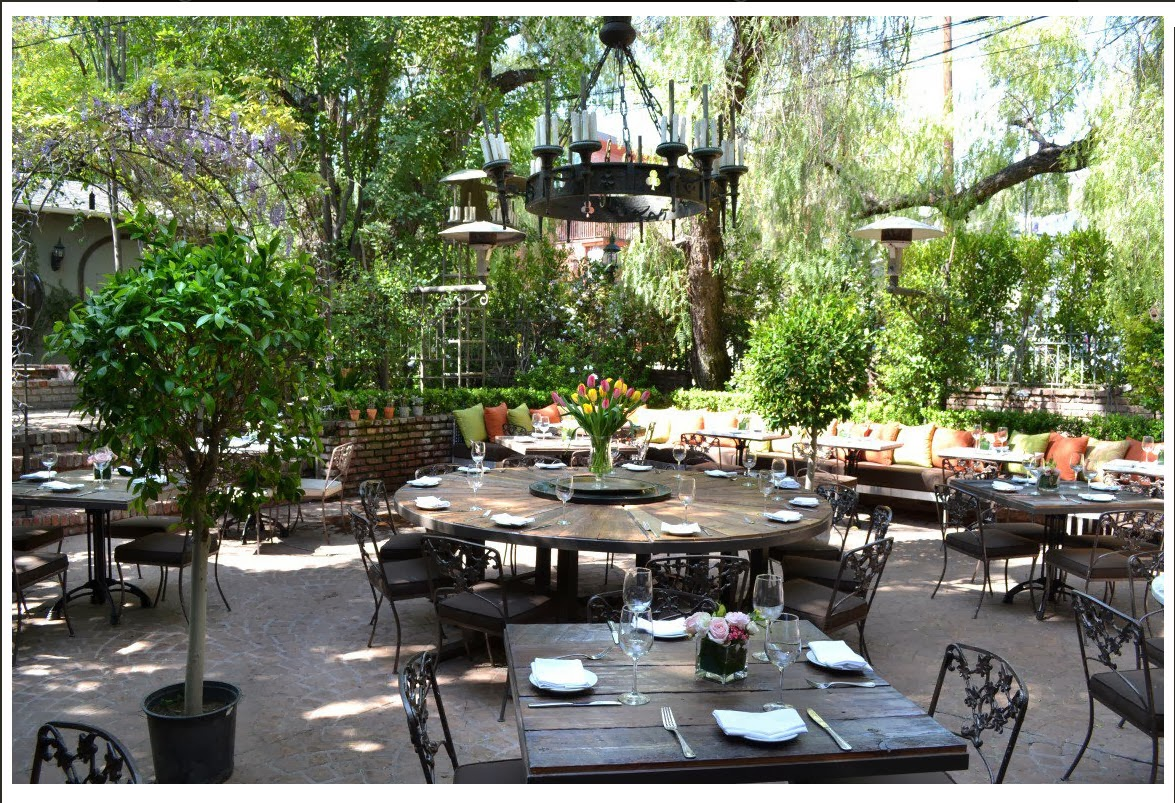 The Elegant Villa Restaurant Is Located On A Corner In West San Fernando Valley And Has Had Number Of Incarnations Over Years
