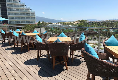 Duyen Ha Resort has its own style with brown chairs and blue cushions