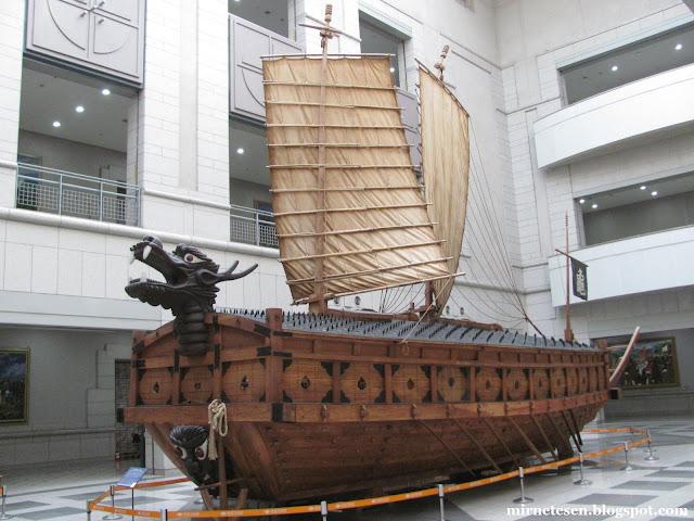 Военный мемориал Республики Корея - корабль-черепаха