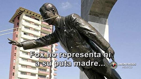 """Derriban estatua de """"Vicenete Fox"""", por decir mentiras en Venezuela; """"Fox no representa ni a su put@ madre"""", gritaban los manifestantes."""