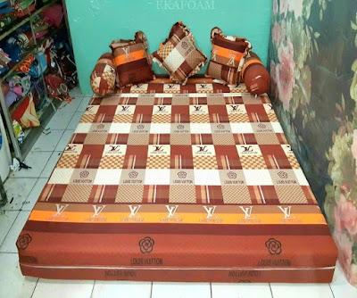 Sofa bed inoac motif new LV coklat saat di gelar posisi kasur inoac normal