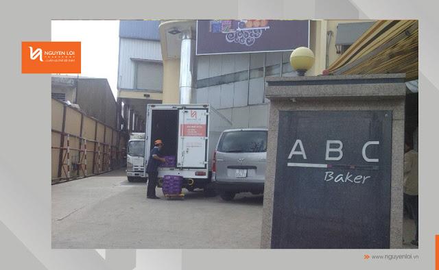 Xe tải NguyenloiMoving chở hàng bánh trung thu ABC