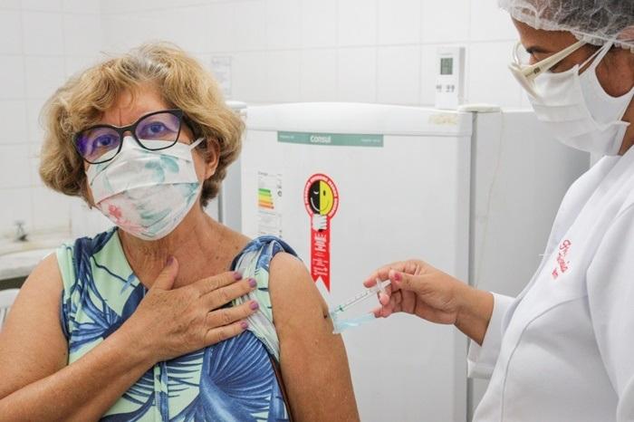 Juazeiro aplicou 100% das doses de vacina contra Covid-19 em trabalhadores da educação e segue vacinando idosos nesta segunda-feira (19) - Portal Spy