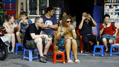 Street life in Hanoi in the eyes of foreign tourists