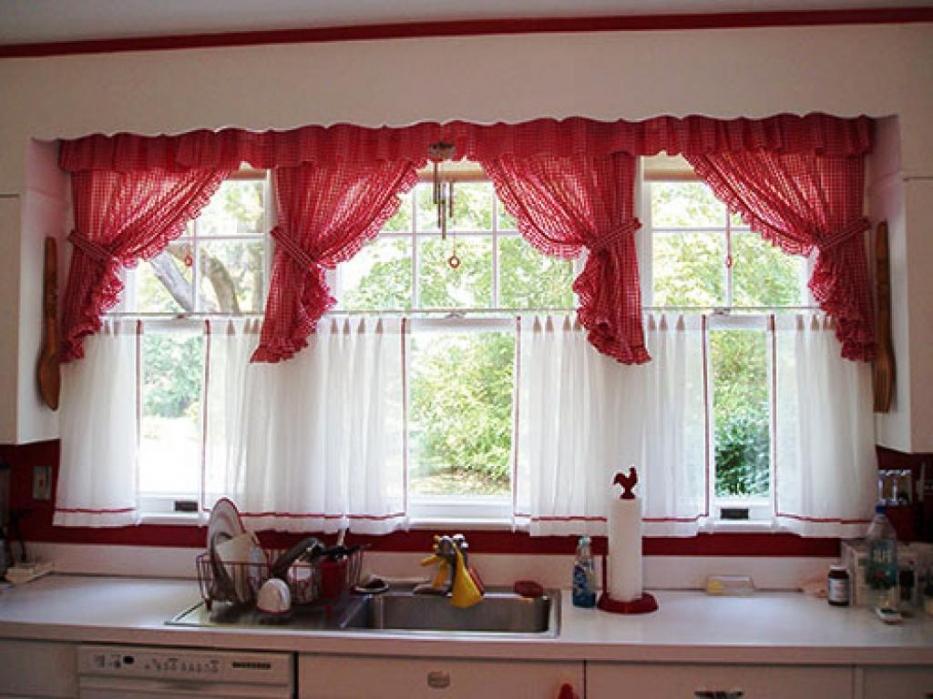 Raudona spalva virtuvėje